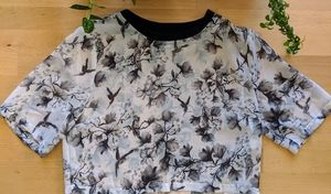 H&M Divided black and grey floral crop-T
